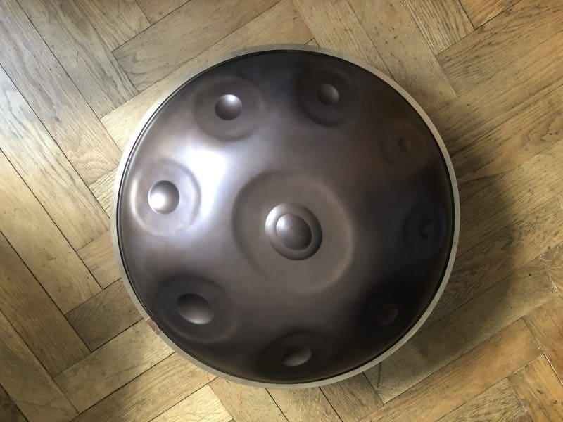 Handpan auf Holzboden